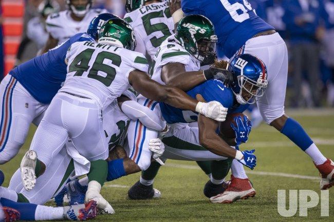 New York Giants running back Paul Perkins gains yards
