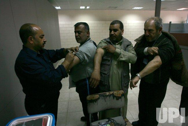 Palestinian Muslim Pilgrims Crossed Into Egypt on Their Way to Saudi Arabia