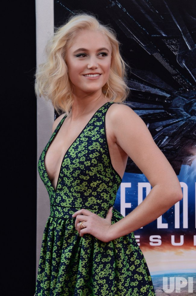 """Maika Monroe attends the """"Independence Day: Resurgence"""" premiere in Los Angeles"""