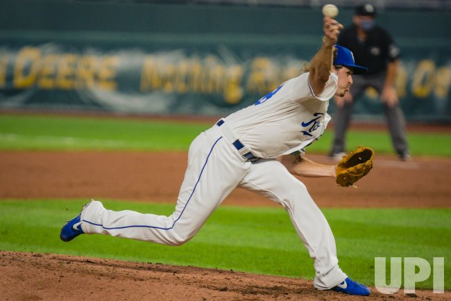 Royals Scott Barlow Pitches Against the White Sox