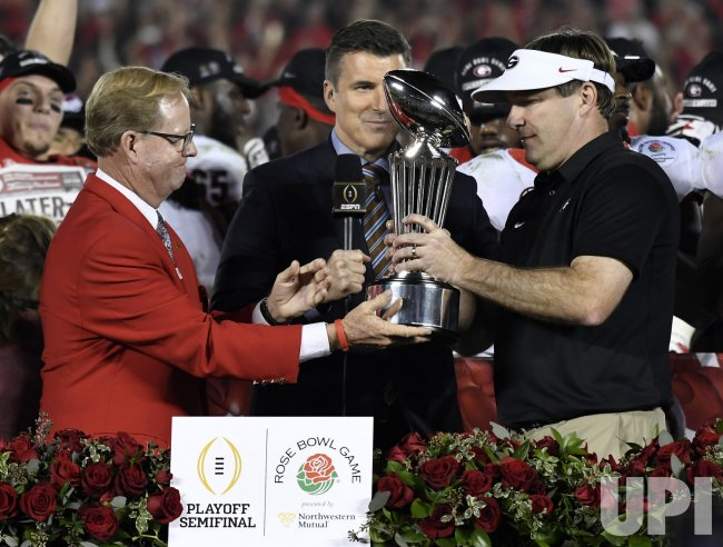 Georgia Bulldogs head coach Kirby Smart gets Leisham Trophy after Rose Bowl win.