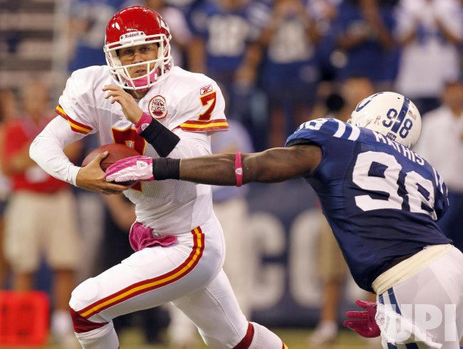 Chiefs Cassel Scrambles Away from Colts Mathis