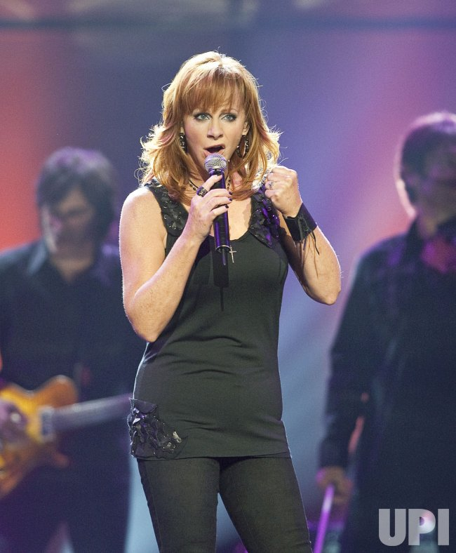 Reba McEntire performs at the 2009 Canadian Country Music Awards in Vancouver