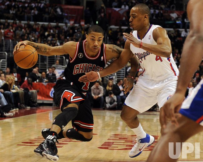 Chicago Bulls Derrick Rose drives to the basket in Los Angeles