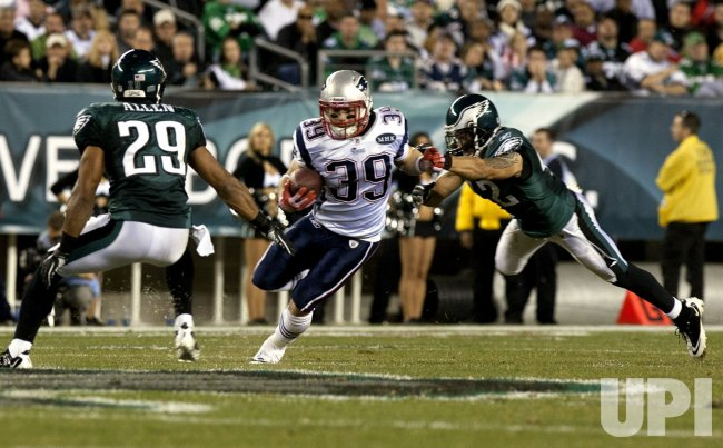 Patriots Danny Woodhead gains 10 yards in the second quarter.