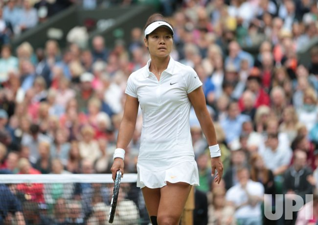 Na Li queries a point in her match with Agnieszka Radwanska