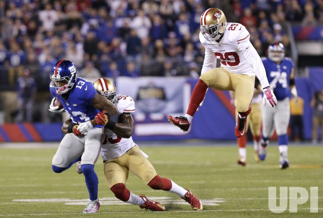 NaVorro Bowman tackles New York Giants Odell Beckham Jr.