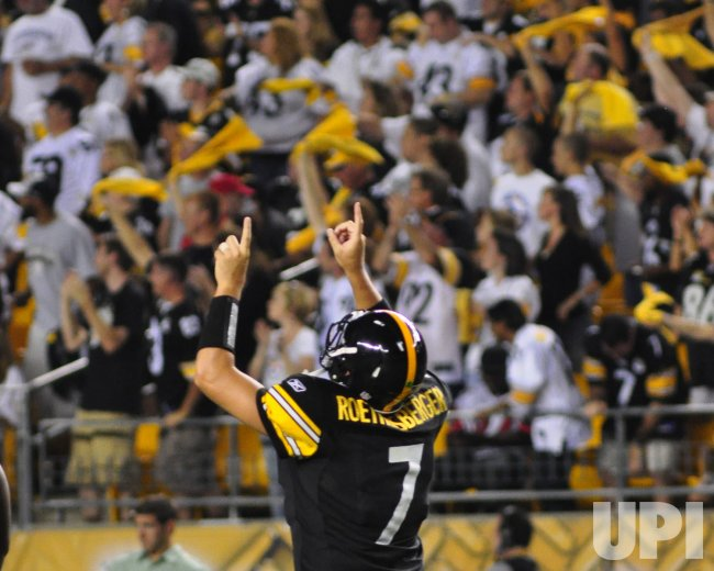 Steelers Roethlisberger Celebrates 77 Yard TD Reception in Pittsburgh