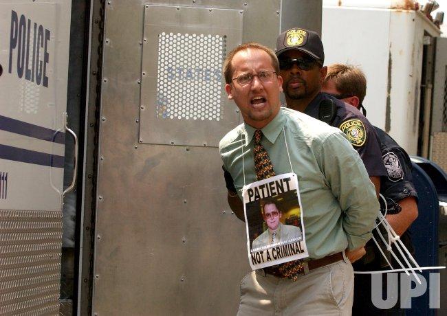 Medical Marijuana protestors lock themselvs to Justice Dept.