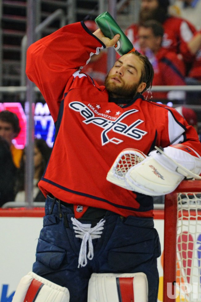 Holtby Pours Water on his head