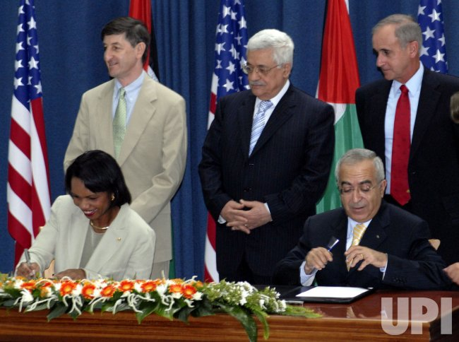 US SECRETARY OF STATE CONDOLEEZZA RICE AND PALESTINIAN PRIME MINISTER SALAM FAYYAD SIGN A $80 MILLION FOR SECURITY REFORM