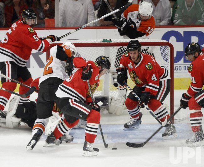 Toews clears puck against Flyers during the 2010 Stanley Cup Final