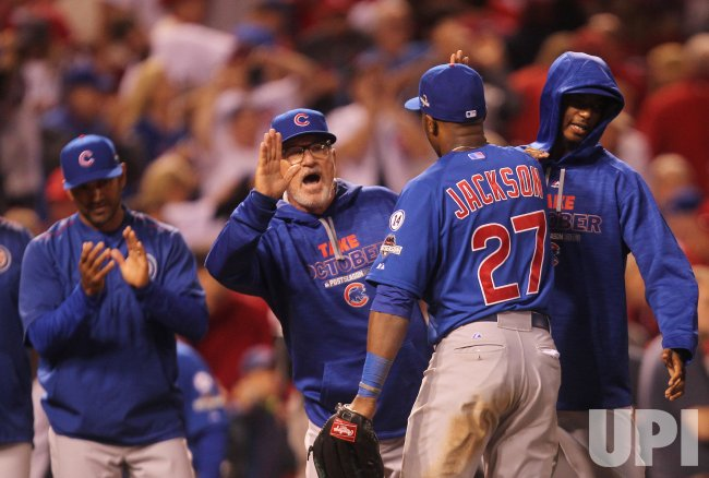 Cubs manager congratulates team on NLDS victory