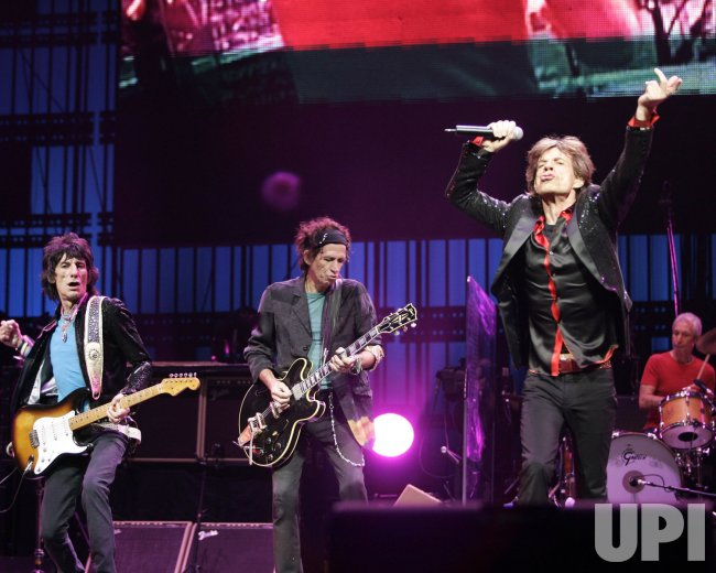 THE ROLLING STONES PERFORM IN CONCERT