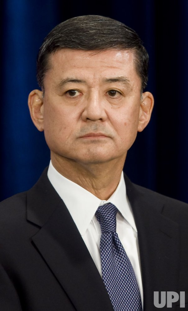 Obama appoints Ret. Gen. Shinseki to head Veterans Affairs