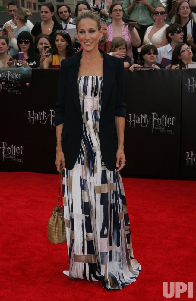 "Sarah Jessica Parker arrives at ""Harry Potter and the Deathly Hallows - Part 2 Premiere in New York"