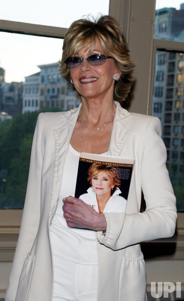 JANE FONDA BOOKSIGNING