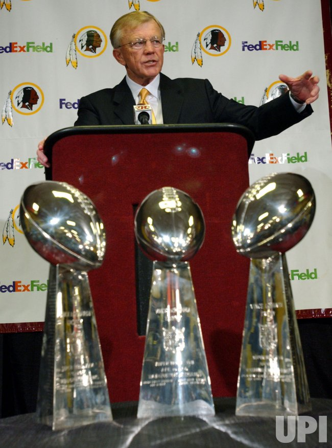 JOE GIBBS RETURNS TO REDSKINS AS HEAD COACH