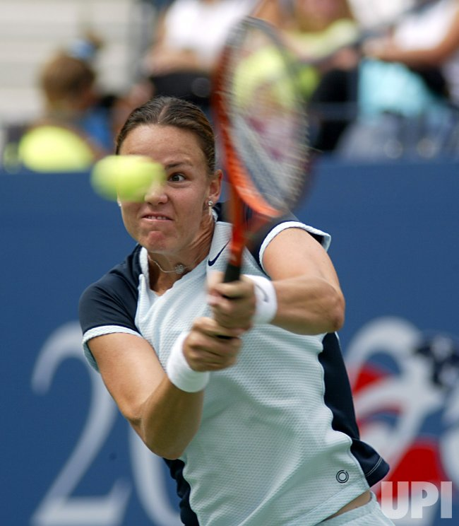 Lindsay Davenport (USA) advances to 2nd round of 2002 US Open