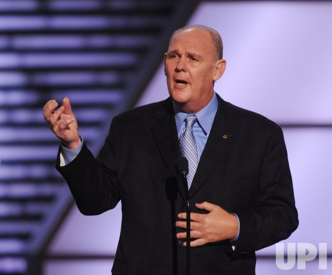 George Karl accepts award at the 2010 ESPY Awards in Los Angeles