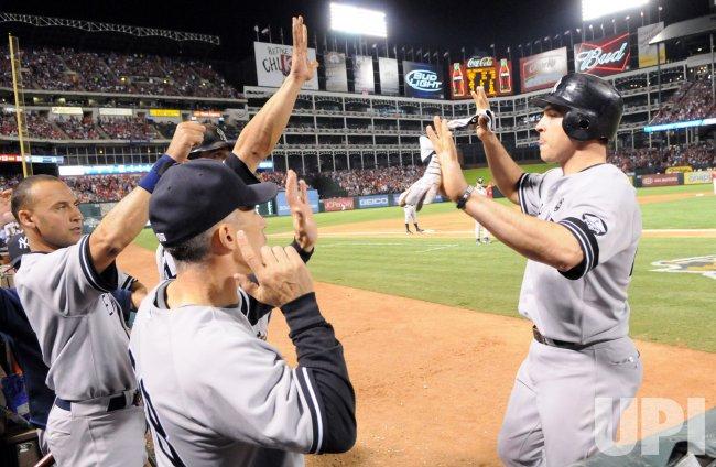 New York Yankees' Mark Teixeira ties the game
