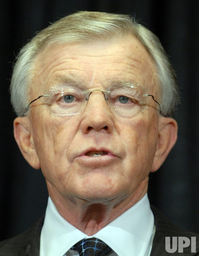 Redskins Head Coach Joe Gibbs resigns in Virginia