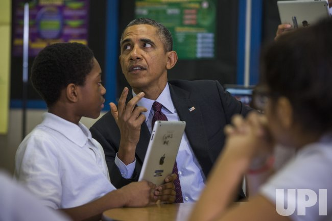 Obama tours seventh grade classroom in Adelphi, Maryland