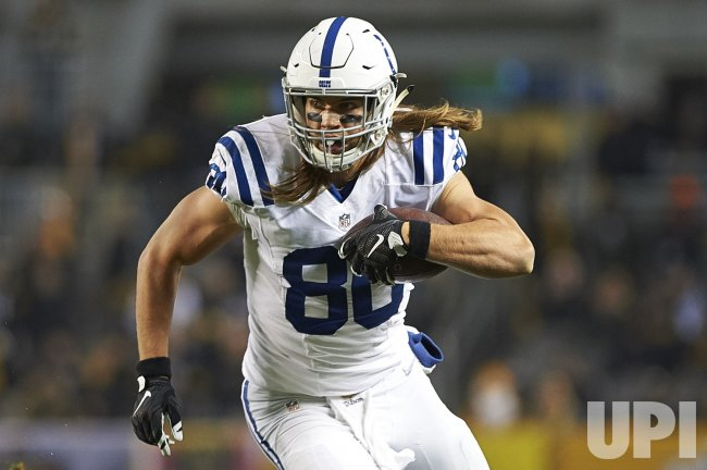 Colts Coby Fleener gains 8 yds against Steelers