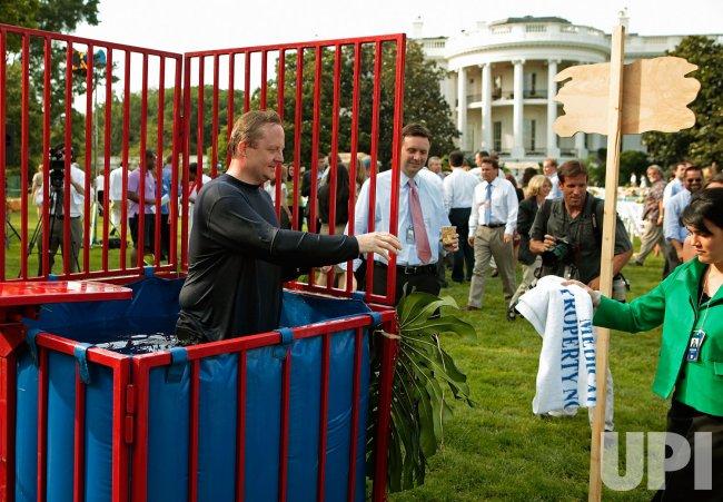 Obamas, Bidens Host White House Luau For Members Of Congress