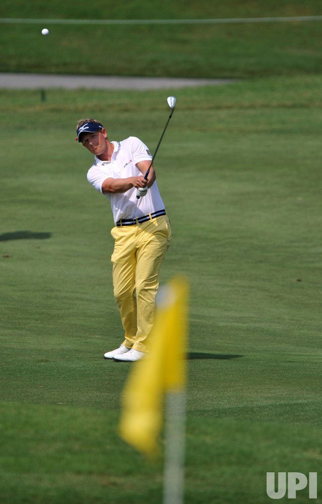 Luke Donald chips during the TPC Players in Florida