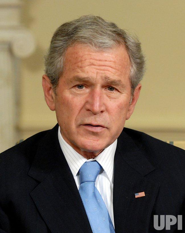 Bush Meets King of Bahrain at White House