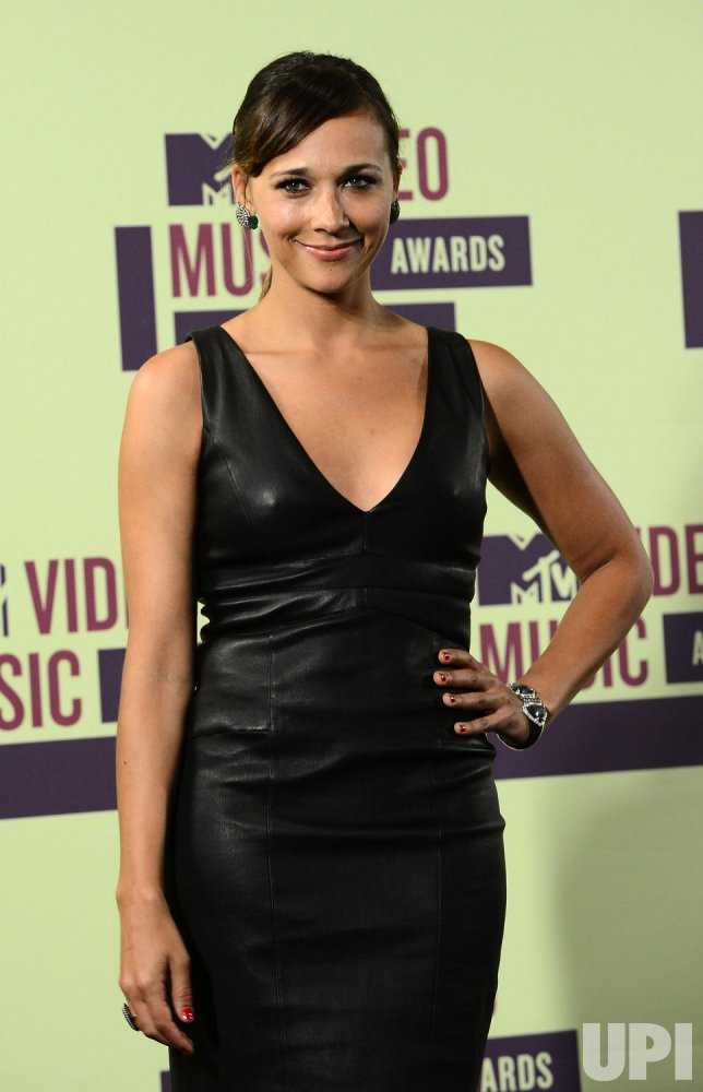 Rashida Jones attends the 2012 MTV Video Music Awards in Los Angeles