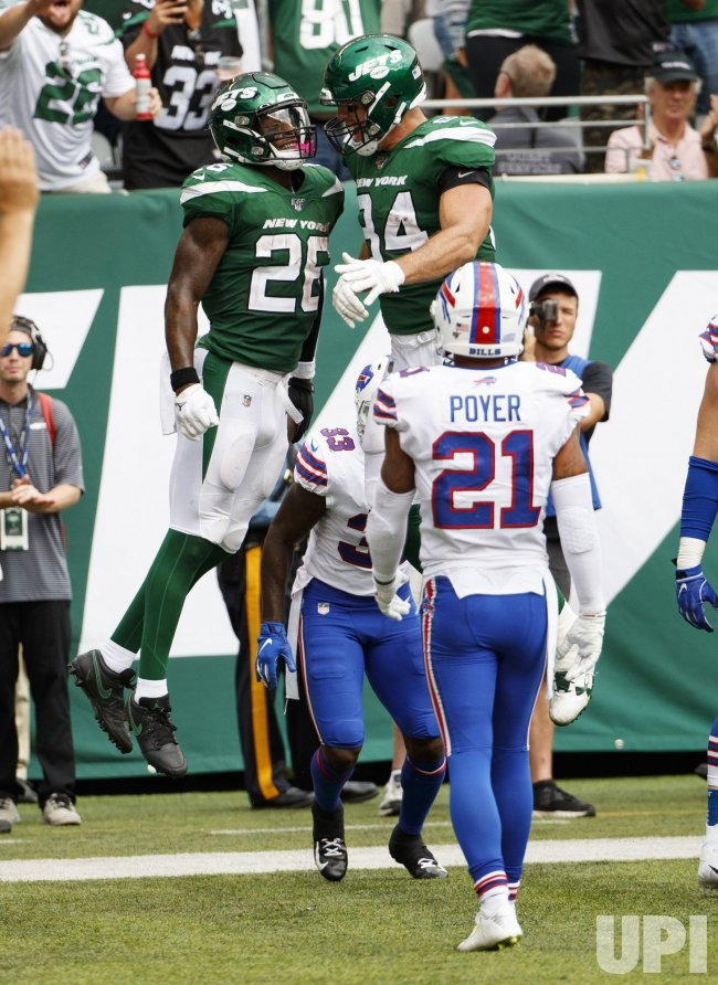 New York Jets Le'Veon Bell celebrates his two-point conversion