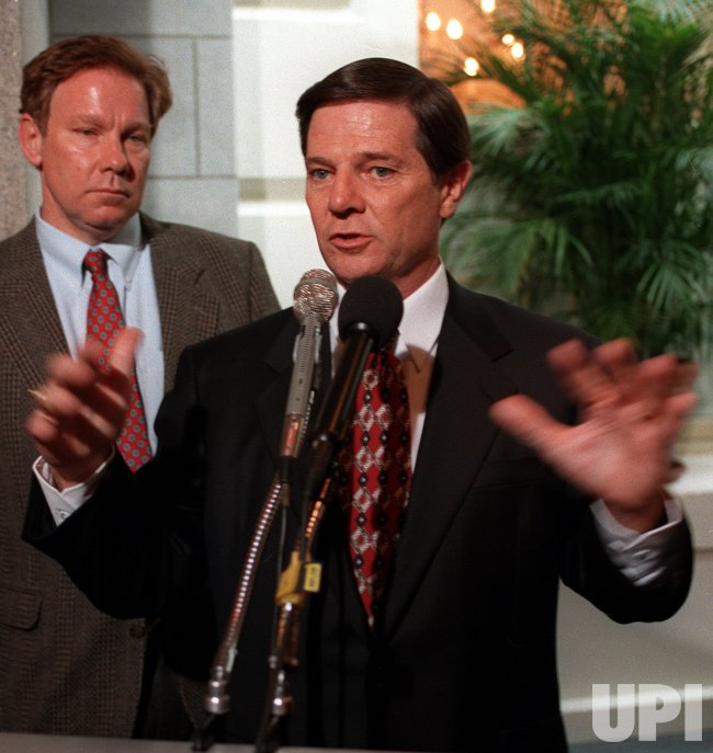 House Majority Whip Rep. Tom DeLay annouces support for Rep. Dennis Hastert as new Speaker