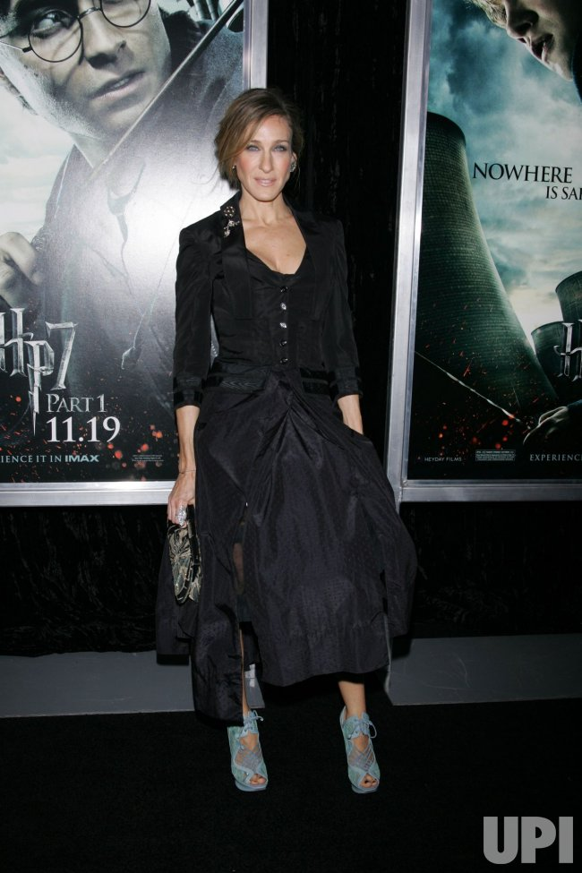 "Sarah Jessica Parker arrives for the Premiere of ""Harry Potter and the Deathly Hallows Part I"" in New York"