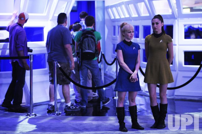 """Attendees wait in line for a demonstration of the """"Star Trek"""" game during E3 in Los Angeles"""