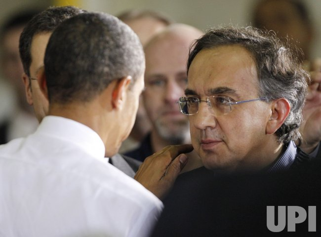 Obama shankes hands with Marchionne in Kokomo, Indiana