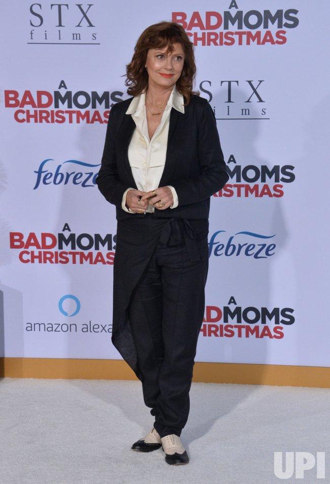 Bad Moms Christmas Susan Sarandon.Susan Sarandon Attends A Bad Moms Christmas Premiere In