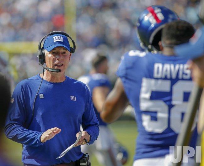 New York Giants head coach Pat Shurmur talks to linebacker Tae Davis