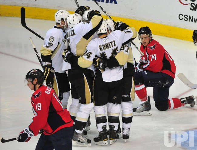 Penguins' Chris Kunitz scores in Washington