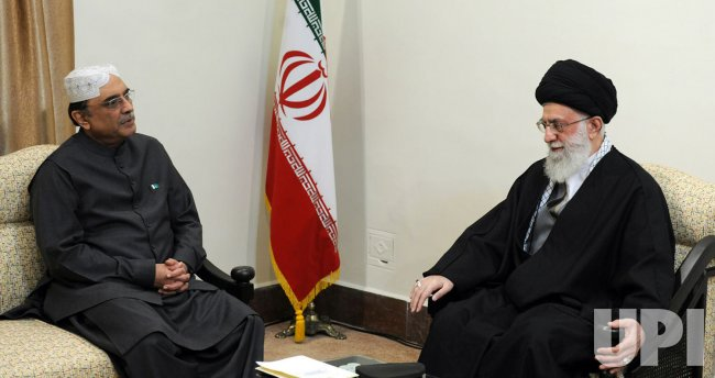 Pakistan President Asif Ali Zardari meets with Iranian President Ahmadinejad in Tehran