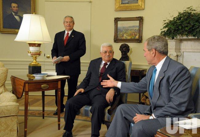 Bush meets with Palestinian President Mahmoud Abbas in Washington