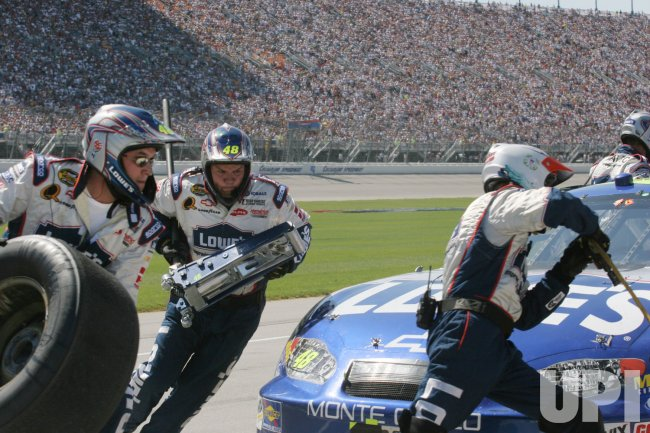 "JIMMIE JOHNSON""S PIT CREW WORKS AT USG SHEETROCK 400"