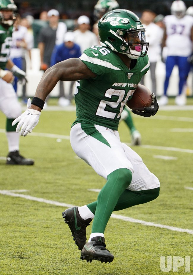 New York Jets Le'Veon Bell runs with the ball