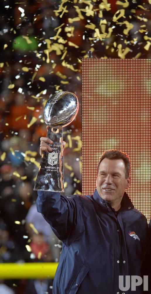 Broncos head coach Kubiak raises Lombardi trophy at Super Bowl 50