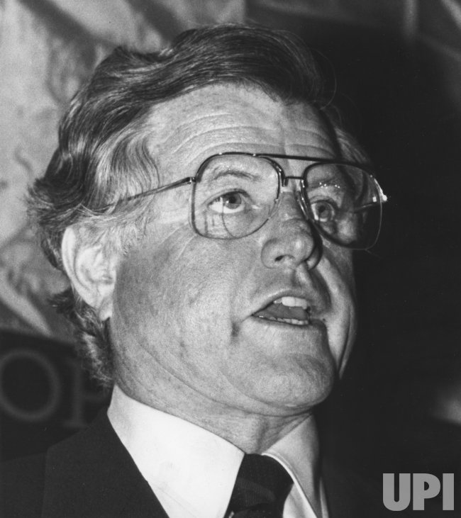 Sen. Edward M. Kennedy calls for ouster of Federal Reserve Chairman Paul Volcker