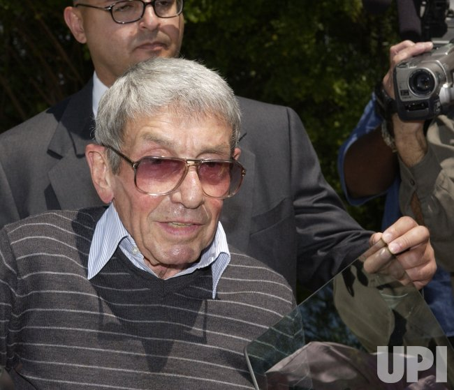 ACTOR MARLON BRANDO DIES AT 80 IN LOS ANGELES