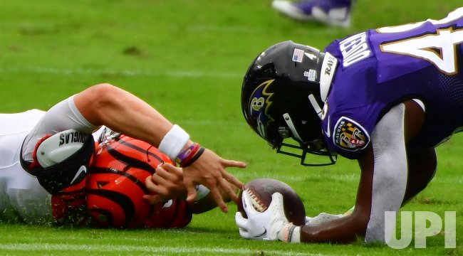 Edpic, Bengals QB Joe Burrow fumbles to Ravens' Patrick Queen at M&T Bank Stadium