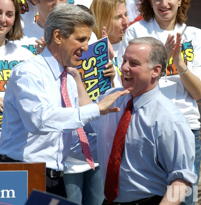 HOWARD DEAN ENDORSES JOHN KERRY