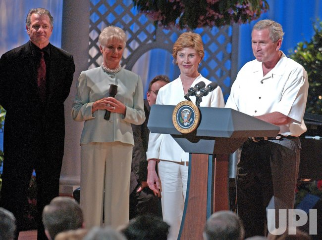 Bushs Welcome Members of Congress to White House